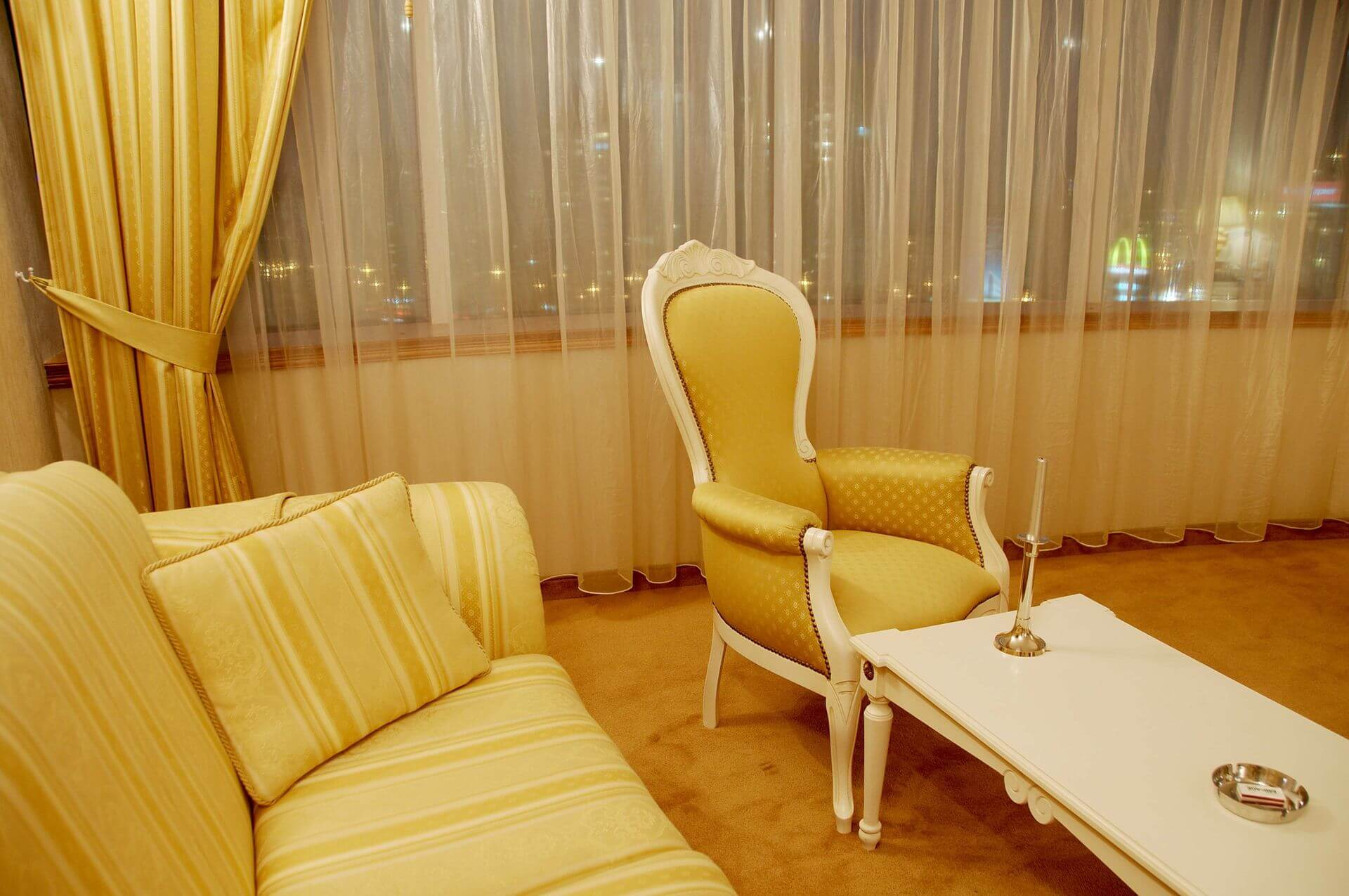 Настаняване Бургас хотел Мираж Диневи Груп